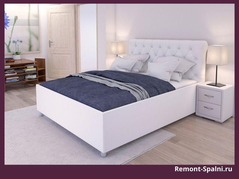 Фото белой кровати с прикроватной тумбочкой