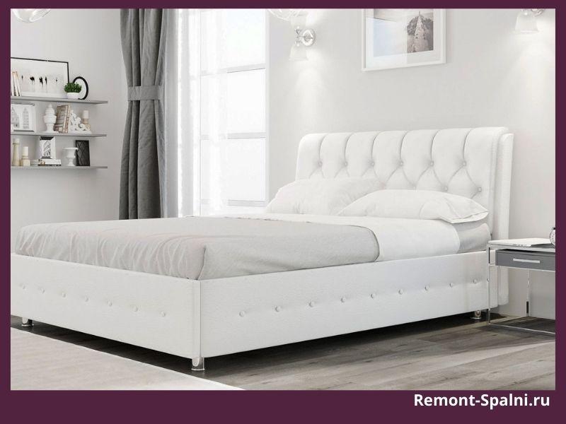 Фото двуспальной белой кровати