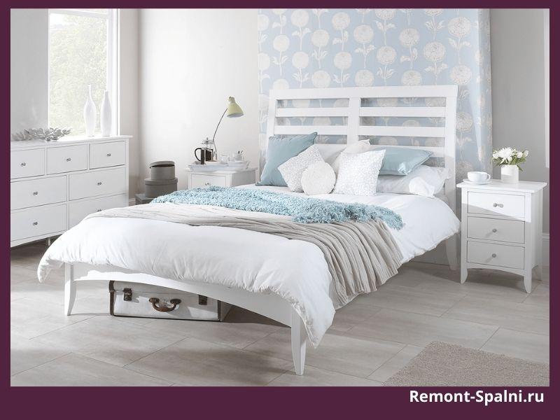 Фото деревянной белой кровати производства Столплит
