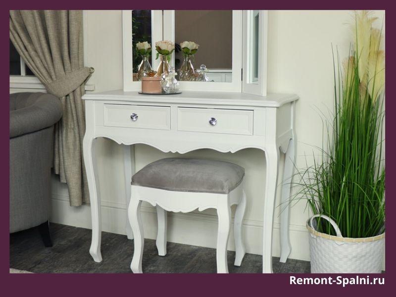 Белый туалетный столик в спальню