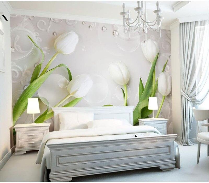 Фото обоев 3д с тюльпанами в спальне.