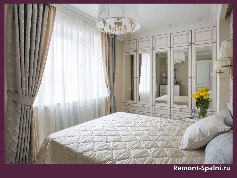 Фото спальни с бежевыми шторами и белой мебелью