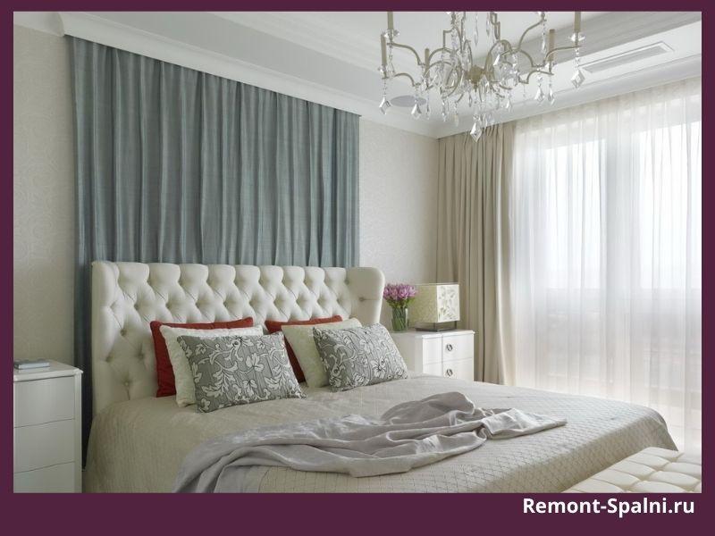 Фото спальни с белой мебелью и белыми шторами