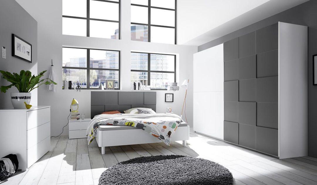 Фото интерьера спальни в стиле минимализм